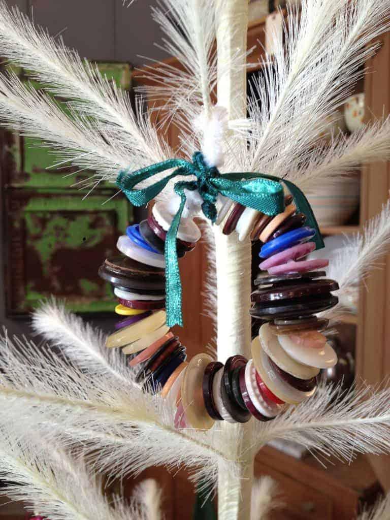 well-bust-my-buttons-diy-button-wreaths