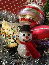 Part of the magic of the holiday season is all of the beautiful decor. If you love to decorate but just can't find the room in your budget this year, don't panic. Below, you will find some helpful tips for how to save money on Christmas decorations while still creating a look you will love.