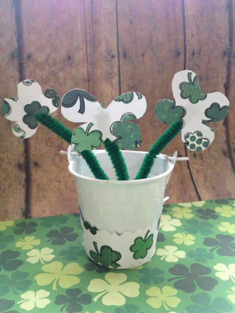 st-patricks-day-decor-clover-centerpiece