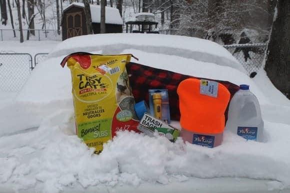 create-useful-winter-car-emergency-kit