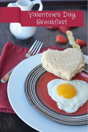 Looking for a romantic Valentine's Day breakfast recipe for your true love? Try out yummy yet simple egg and cheese with fruit breakfast in bed recipe!