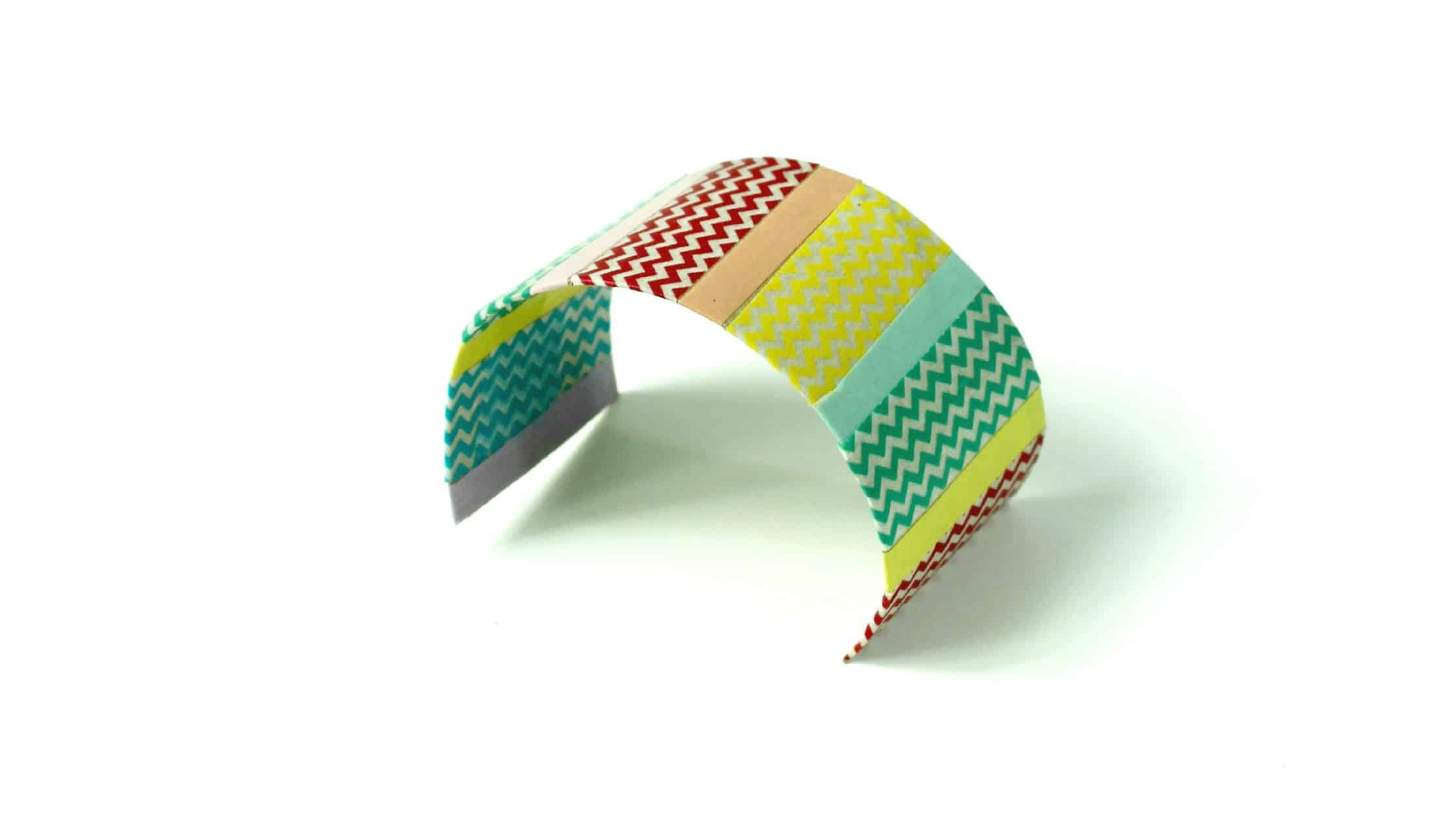Looking for an easy homemade Mother's Day gift ideas? This Washi Tape cuff bracelet is pretty yet takes just a few minutes to craft! Easy enough for kids!