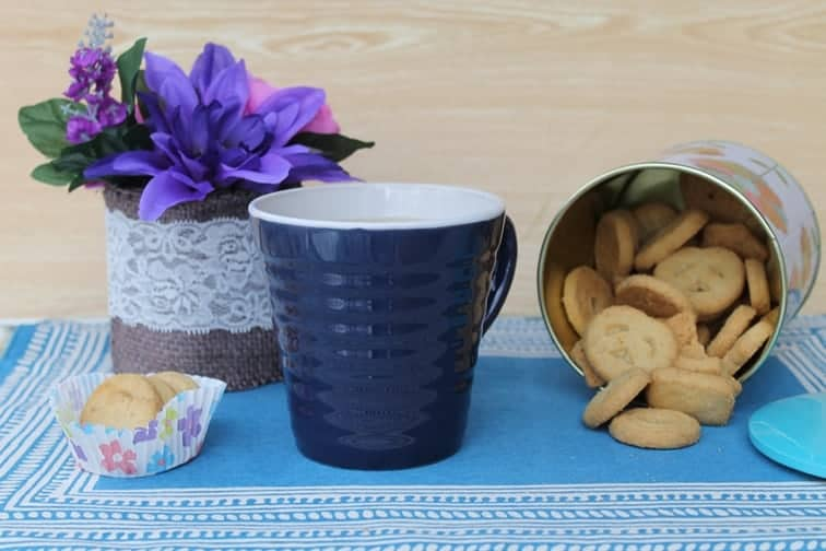 Looking for a fun idea for a Mother's Day brunch that doesn't require any cooking? Check out this cute tea brunch idea made special with Dollar General.