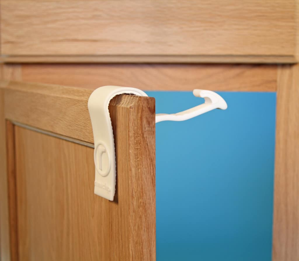 baby-proof-cabinets-easily-without-tools-with-rimiclip