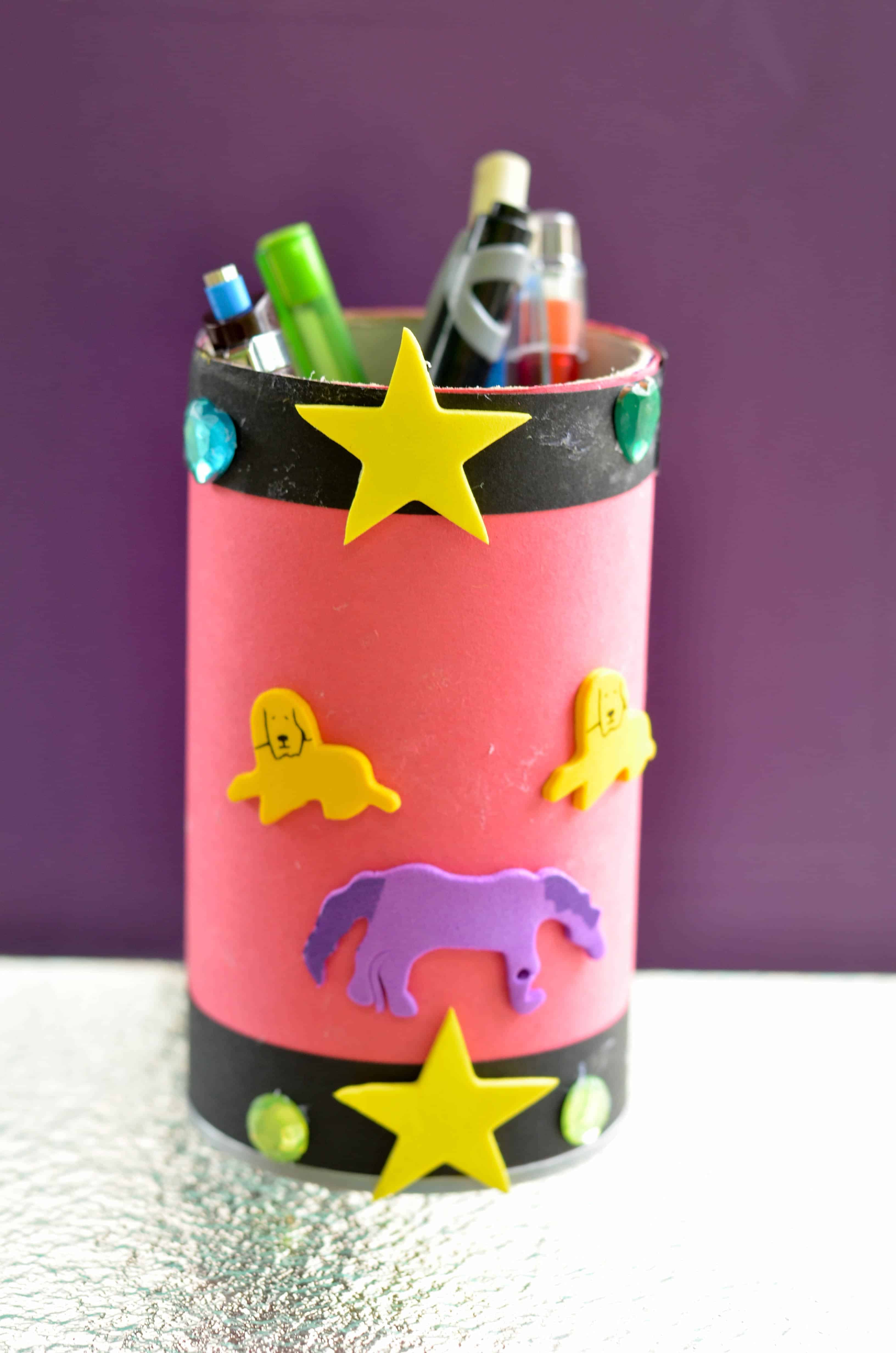 Prepare your child for back to school with this simple pencil and art supplies cup. This craft will come together quick and easy with basic supplies!