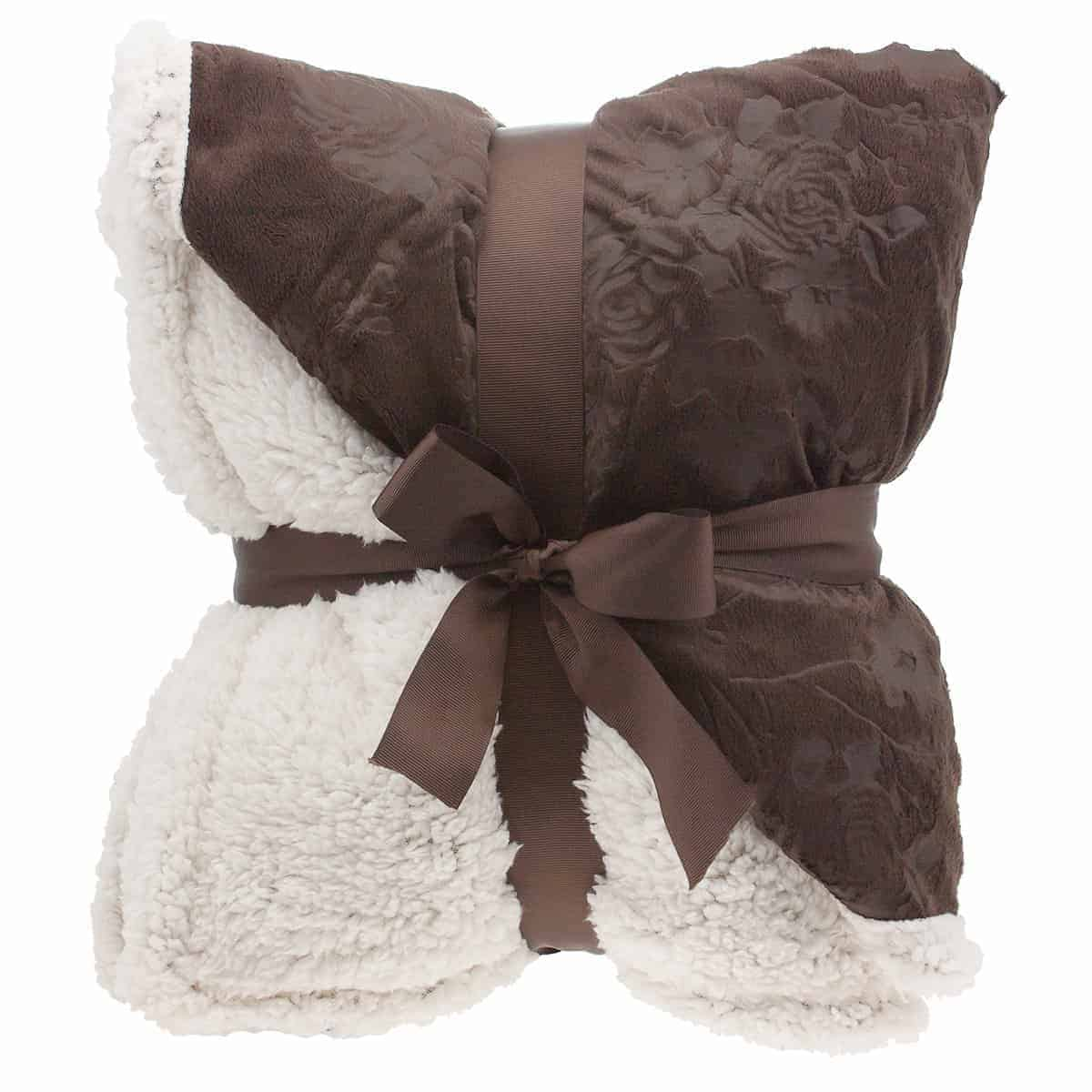 chemo care package fuzzy throw: When your loved one is fighting breast cancer, it's hard to know what to do to help. This chemo care package is both practical and shows that you care.