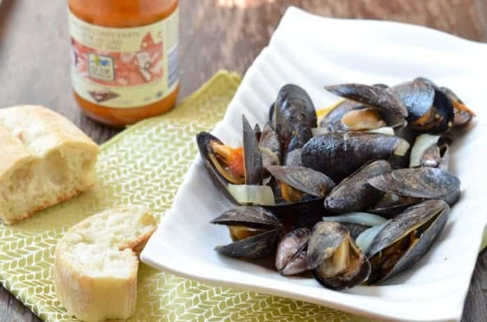 Steamed Mussels With Tomato and Blue Dragon Curry Paste