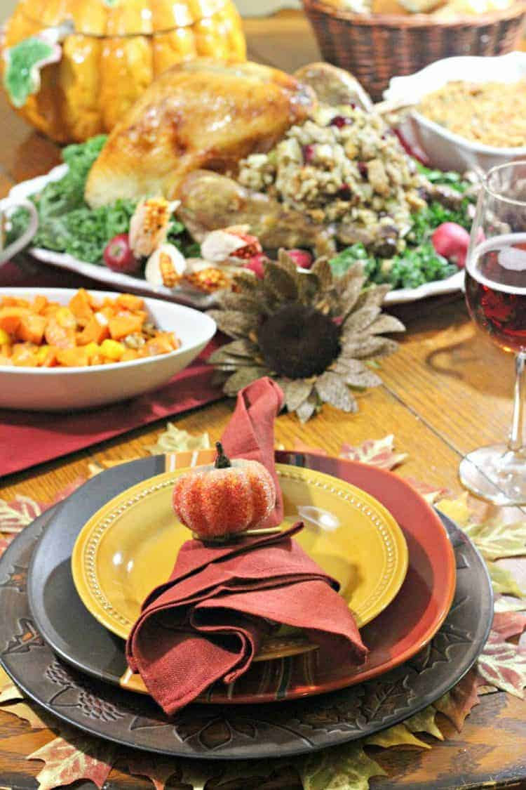 Looking for a Thanksgiving turkey recipes that will blow your guests away? Check out this turkey with bacon, walnuts and dried cranberries stuffing recipe!