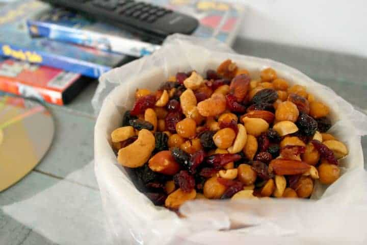 Looking for a healthy family movie night snack that isn't the usual bowl of popcorn? Check out our honey roasted chick peas snack mix recipe! Goes great with your family friendly Easter movies!