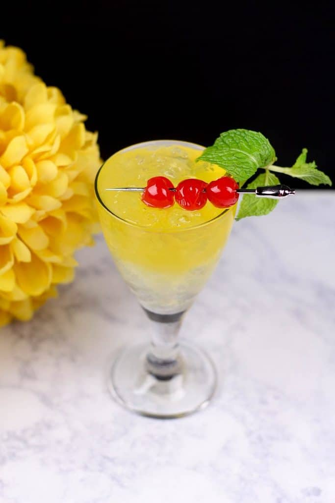 gold-mint-baby-shower-mocktail