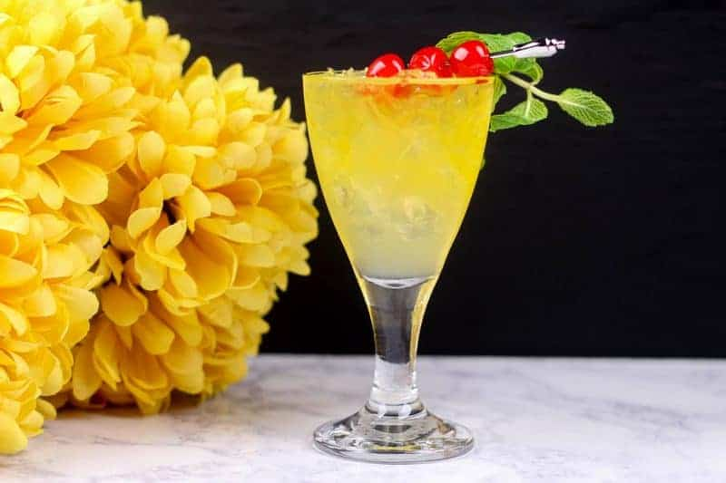 Need a delicious baby shower mocktail idea that works perfect for a co-ed shower? This Gold Mint non-alcoholic drink recipe is classy, yummy and won't clash with your color scheme.