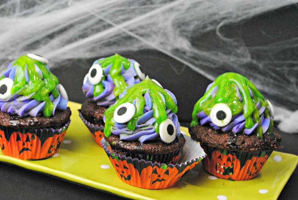 Need a fun Halloween dessert for kids? These purple eyed monster cupcakes are easy & cute! Check them out!