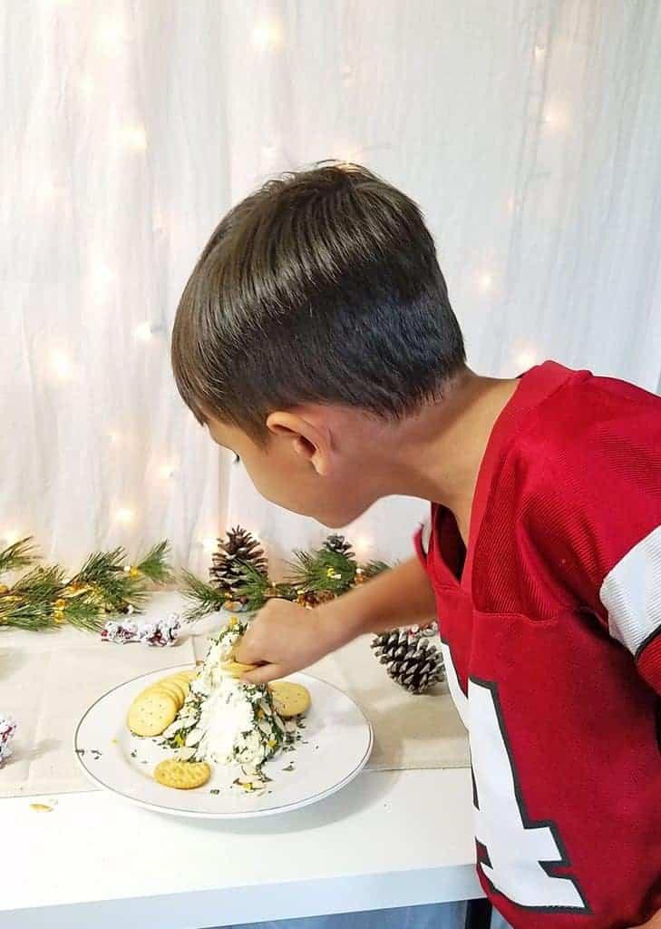 finlandia-holiday-tree-cheese-ball-recipe-video