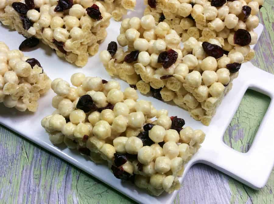Need an easy after school snack idea that your kids will devour? Check out our super simple Kix cereal bars recipe! Yum!