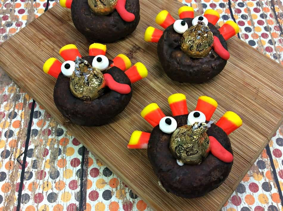How cute are these Turkey Doughnuts sweet treats? Aren't they the perfect Thanksgiving dessert recipe? Check them out!