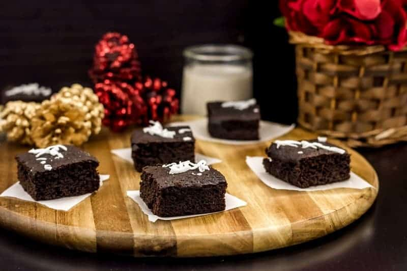 Can you eat healthier during the holidays without giving up all your favorite treats? With our paleo gingerbread brownies, the answer is a resounding YES! Grab the recipe!