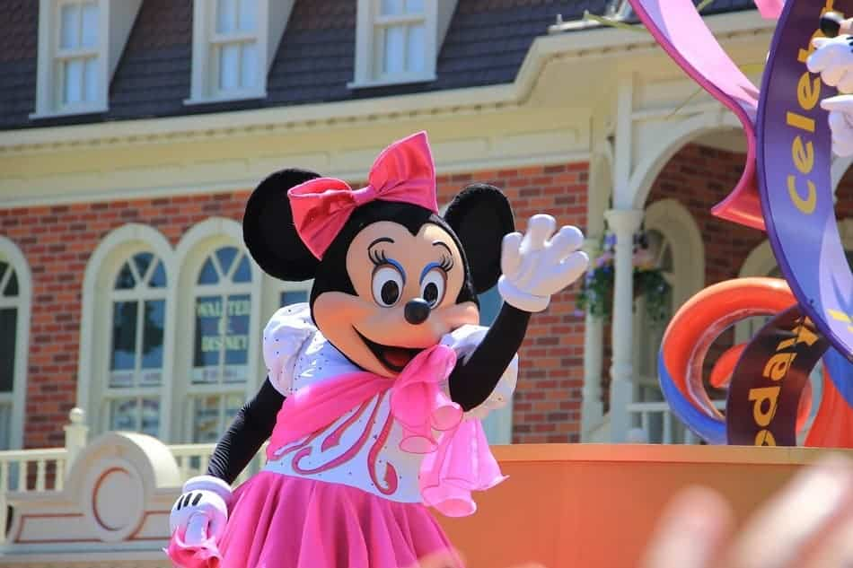 Saving money on a Disney vacation doesn't have to be hard or mean missing out on the fun! Check out these 10 simple tips that can save you a boatload of cash!